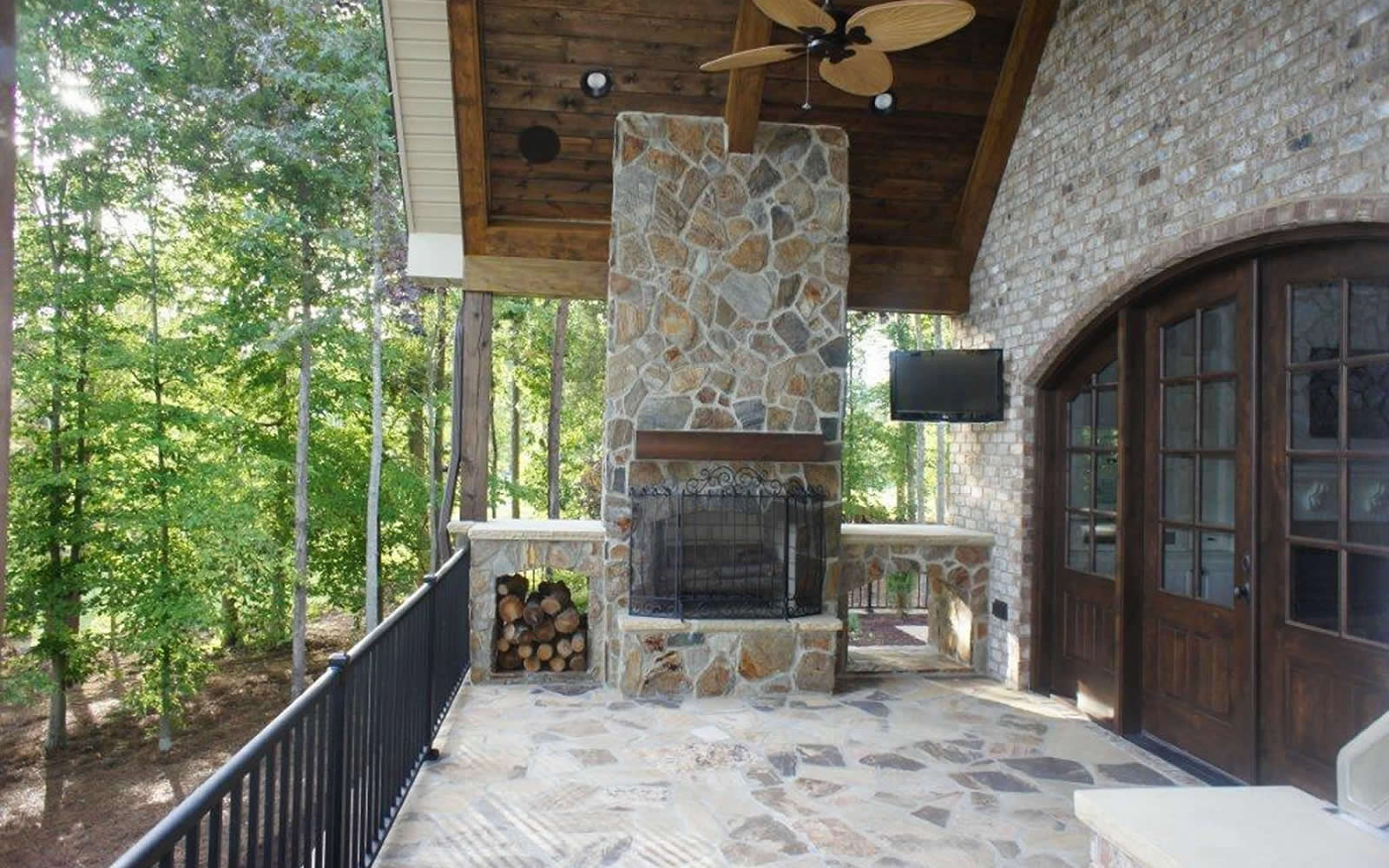 1145 Lochshire Drive Outdoor