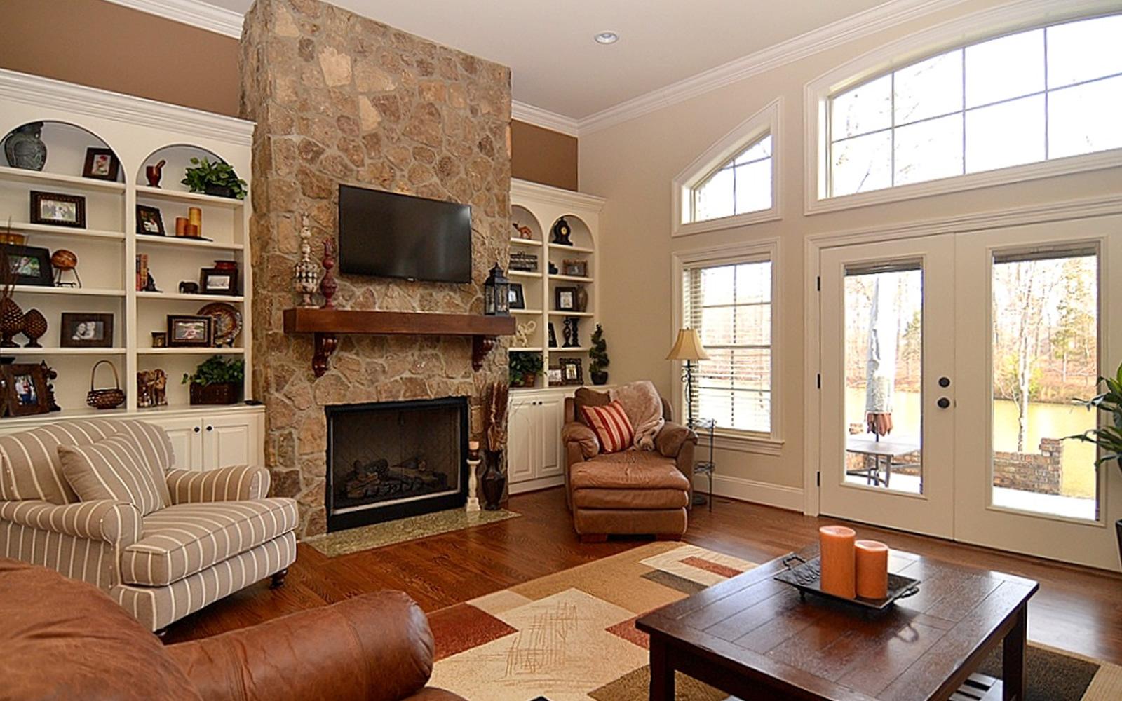 1686 Cappoquin Drive Living Room