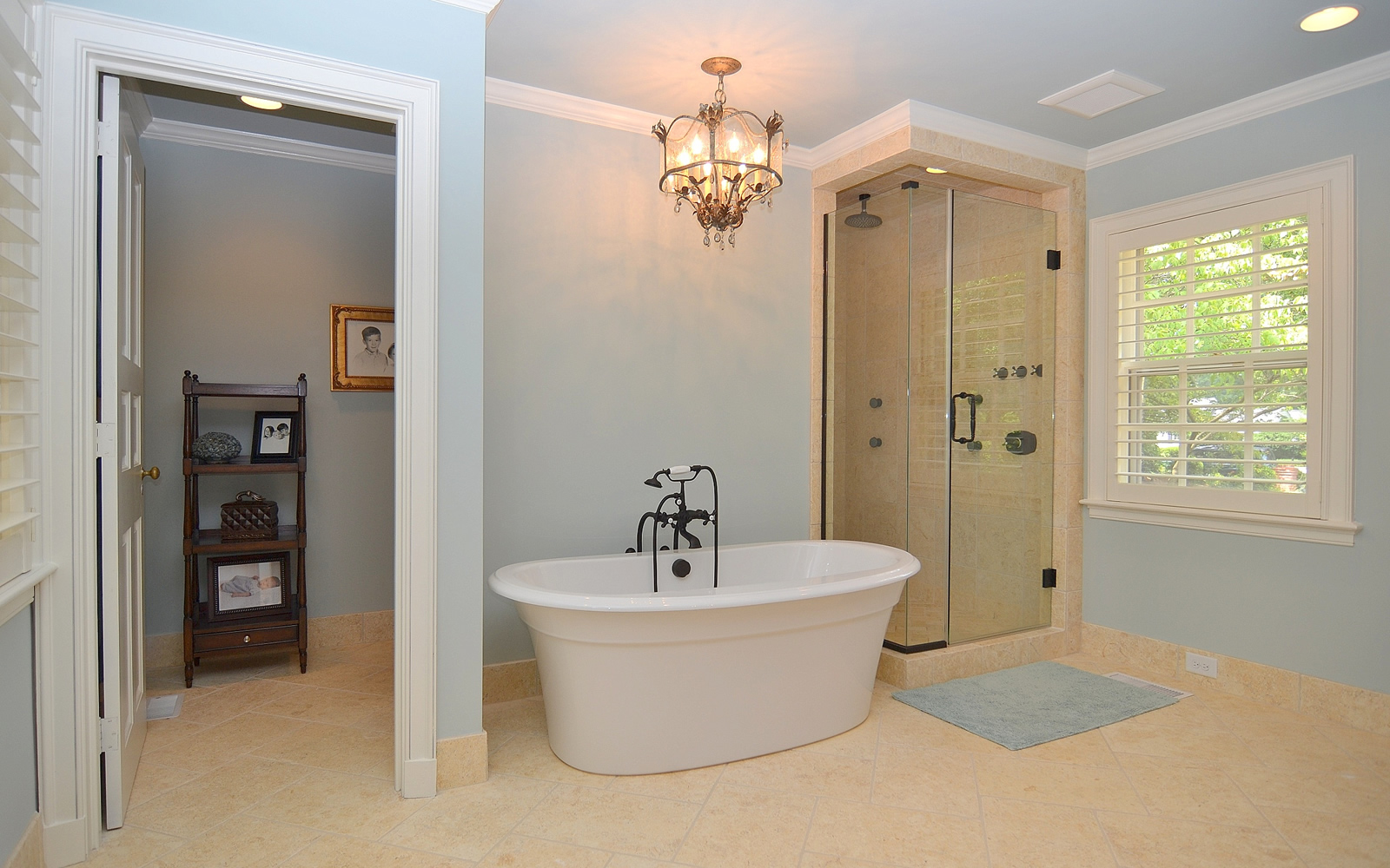 2407 Oakwood Drive Bath
