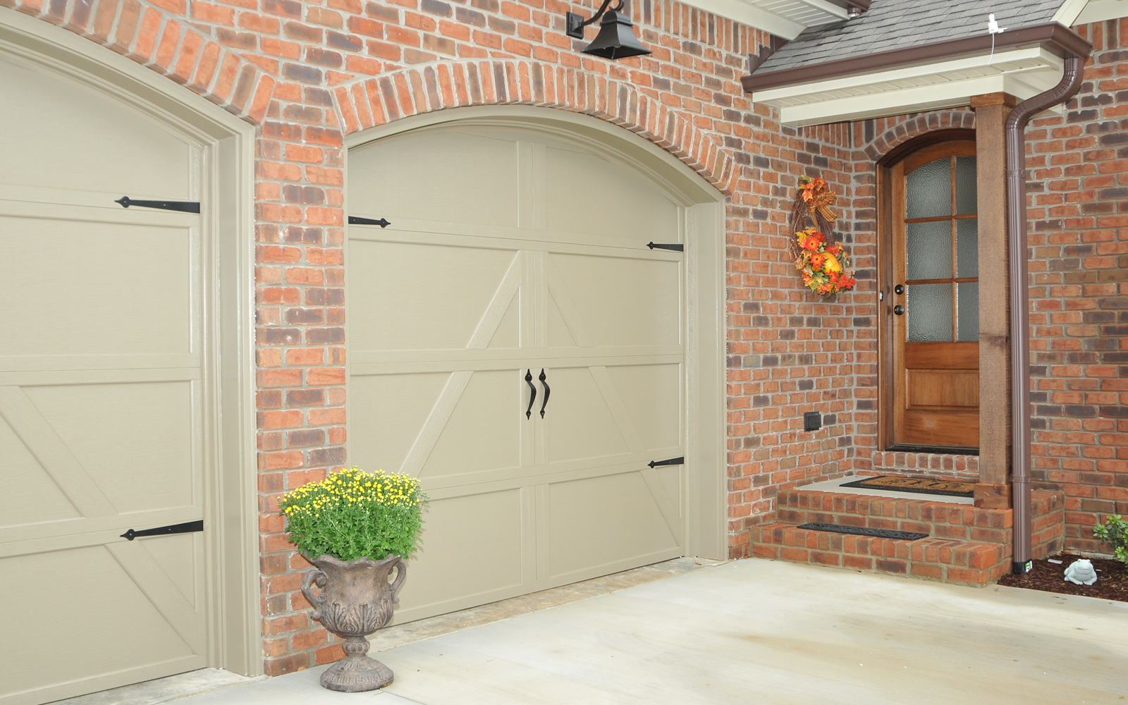 4143 Blackwater Court Garage Door